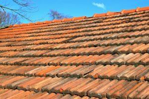 prace dekarskie zabezpieczające dach