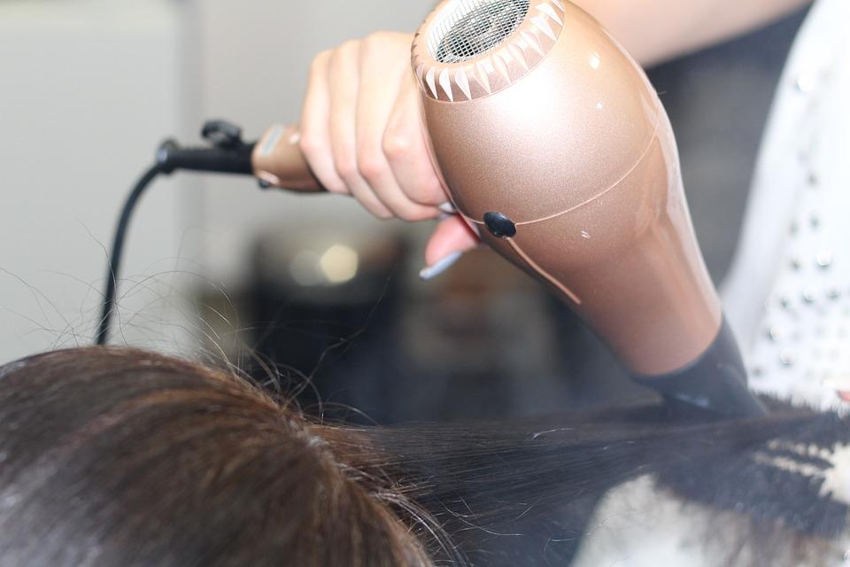 puszenie włosów_przyczyny_