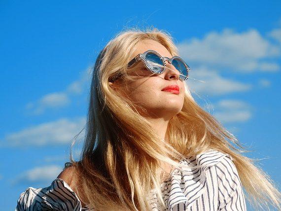 ochrona włosów przed słońcem- filtry UV
