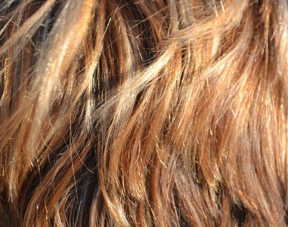 czym jest porowatość włosów i kiedy jest to problem